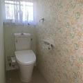 和式トイレから洋式トイレへリノベ。お洒落な壁紙が楽しいトイレへ!